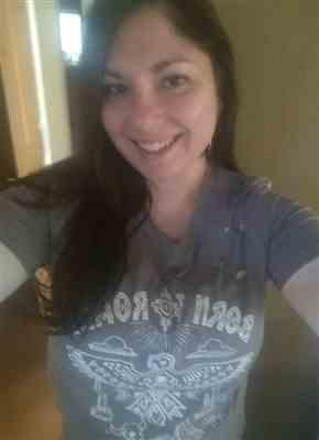 Melissa R. verified customer review of Born To Roam Graphic Tee - Grey