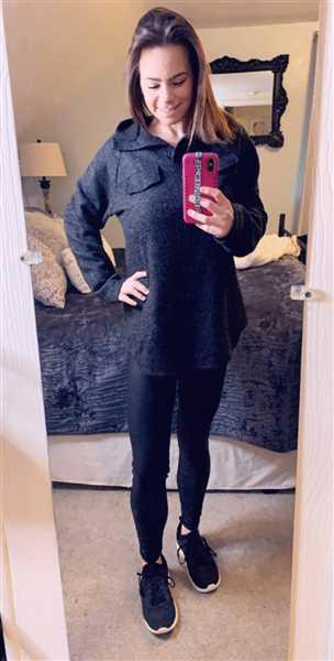 Sara Holmes verified customer review of Hold You Tight Pullover - Heather Black