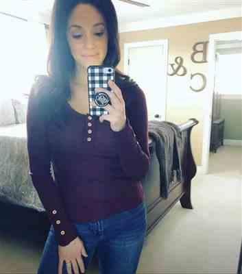 Chelsea Lobato verified customer review of Worth It Long Sleeve Top - Wine