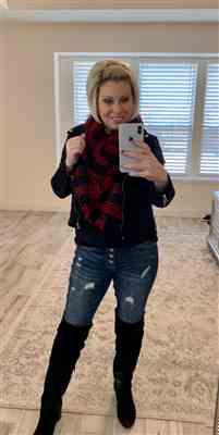 Stacy Schiefer verified customer review of Winter in the City Blanket Scarf - Red & Black