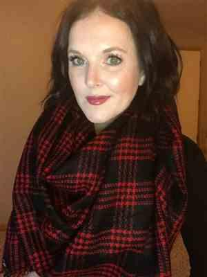 Heather Frey verified customer review of Winter in the City Blanket Scarf - Red & Black