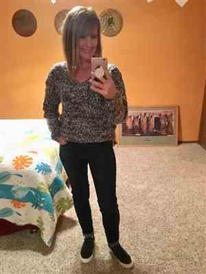 Laurie White verified customer review of Long Days Sweater - Navy