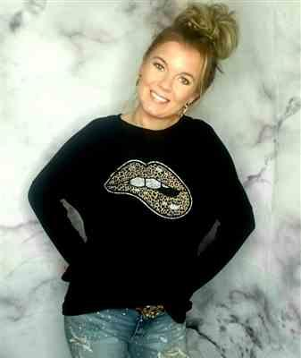 Cassie Gardner verified customer review of Lips Are Sealed Graphic Sweatshirt - Black