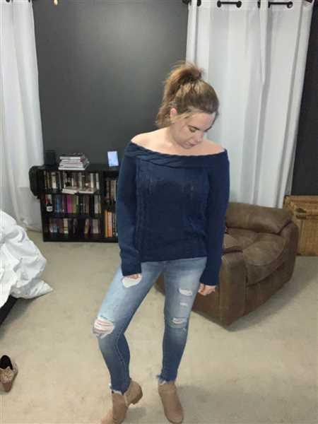 Kaety Hill verified customer review of KAN CAN Mandy Distressed Skinny Jeans - Light Wash