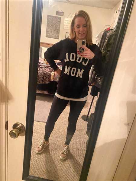 Jennifer Smith verified customer review of Cool Mom Sweatshirt - Black