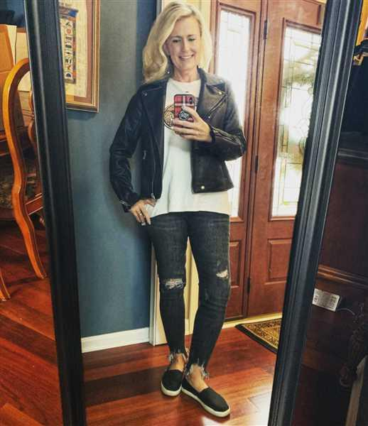 Melissa Hammond verified customer review of JUDY BLUE Nova Distressed Skinny Jeans - Faded Black