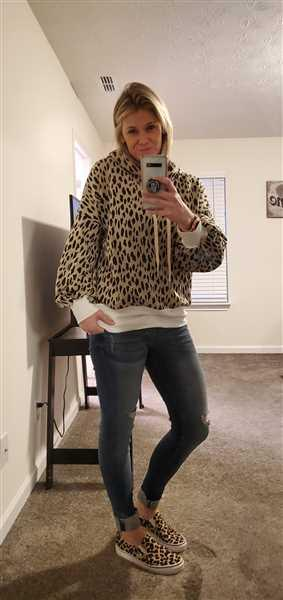 Wendy verified customer review of On My Own Leopard Hoodie - Taupe