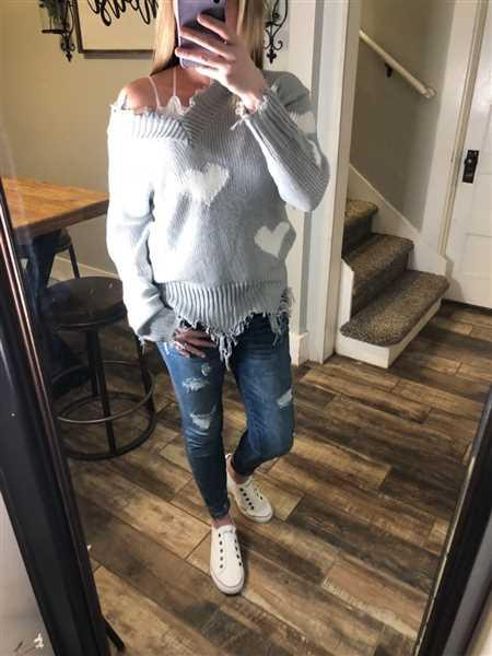 Loreal Nowak verified customer review of Love Lockdown Heart Sweater - Grey