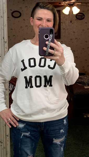 Stephanie James verified customer review of Cool Mom Sweatshirt - White