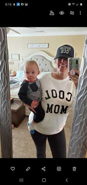 Amber Purcell  verified customer review of Cool Mom Sweatshirt - White