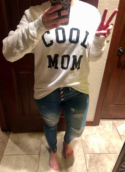 Closet Candy Boutique Cool Mom Sweatshirt - White Review