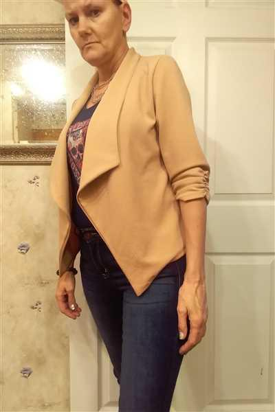 Jenn verified customer review of Mind Your Business Blazer - Mocha