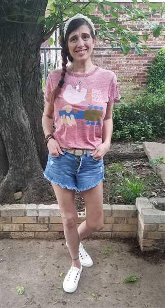 Robin Brendle verified customer review of Woodstock Distressed Graphic Tee - Vintage Red