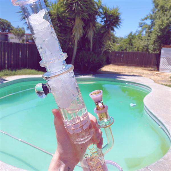 "CaliConnected Diamond Glass 15"" Bubble Barrel to UFO Perc Straight Tube Bong Review"