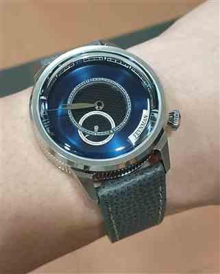 Leon Lee verified customer review of Vintage Italian Leather Onyx Black Watch Strap with Quick Release