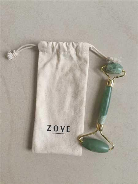 Zove Beauty Jade Facial Roller & Gua Sha Set Review