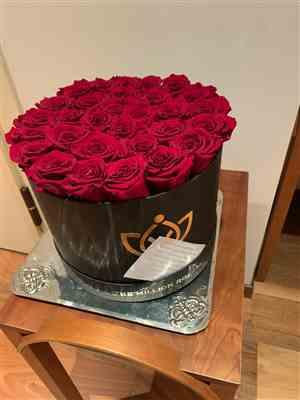 Antonella Maria Malara verified customer review of Premium - Red Eternity Roses - Black Box
