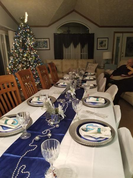 Victoria Cooper verified customer review of 5 Pack 20x20 Royal Polyester Linen Napkins