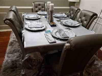 Meredith Castro verified customer review of 90x132 Silver Large Rosette Rectangular Lamour Satin Tablecloth