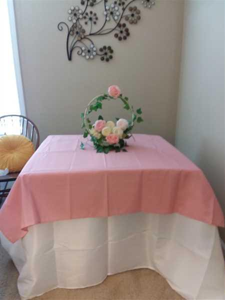 Bonnie McDaniel verified customer review of 54 Rose Quartz Square Polyester Table Overlay
