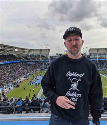 Anonymous verified customer review of Oakland Raiders Lightweight Crewneck