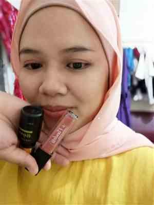 Nur F. verified customer review of Hydrated Lip Matte