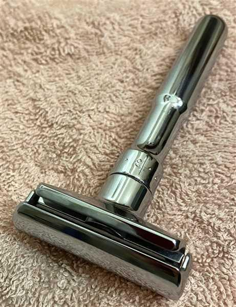 Murphy and McNeil Merkur Futur Adjustable Safety Razor (Chrome) Review