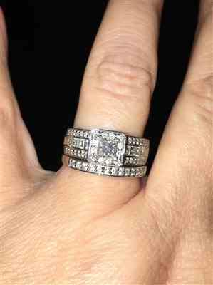 Tena verified customer review of Princess-cut Diamond Bridal Set 1 5/8 Carat (ctw) in 14k White Gold