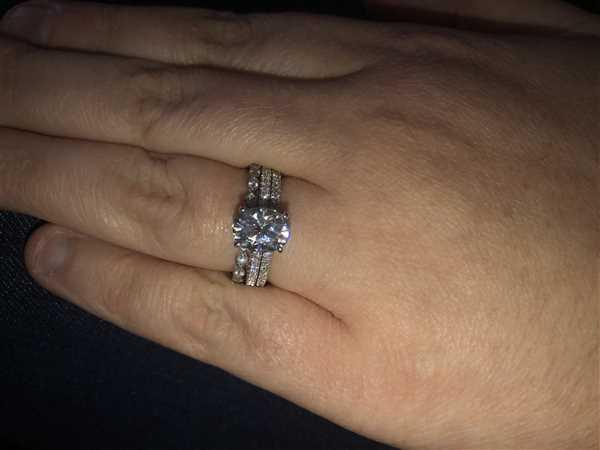 Sarah A. verified customer review of 2.1ct Oval Moissanite & 1/4ct Lab Diamond 2-Piece