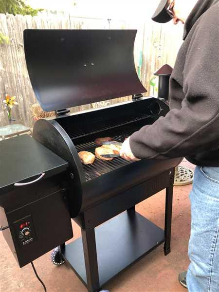 Cindy Konen verified customer review of Z GRILLS-7002B 8 IN 1 WOOD PELLET GRILL & SMOKER