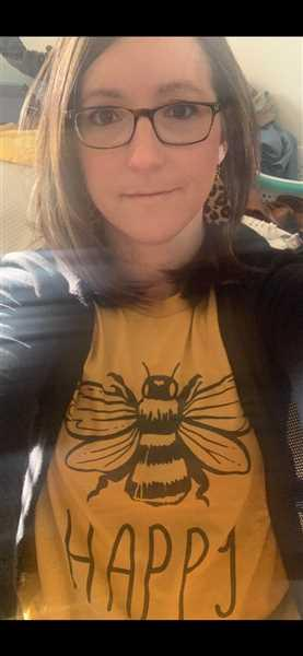 Tara Lynn's Boutique Bee Happy Graphic Tee Review