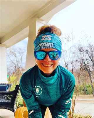 Nancy Morrissey verified customer review of Abstract Waves Multi-Use Neck Gaiter & Headwear