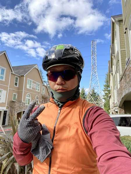 Jj Kim verified customer review of House Wind Vest - Coastal Orange