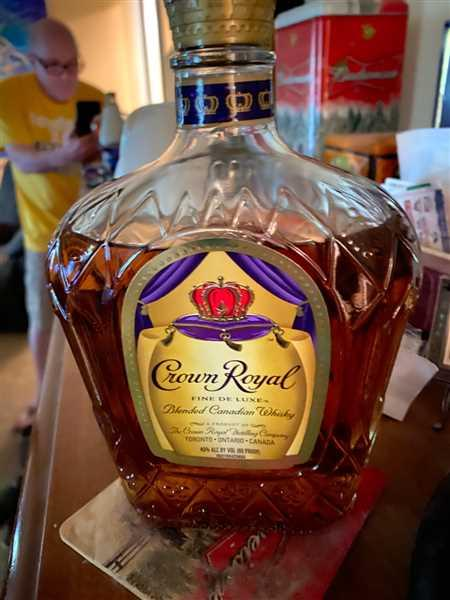 Del Mesa Liquor Crown Royal Deluxe Canadian Whisky Review