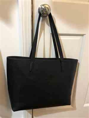 Jiahui S. verified customer review of Vegan Leather Tote