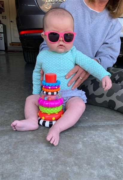 Babiators Sunglasses Think Pink! Navigator - Original Navigators / Ages 0-2 Review