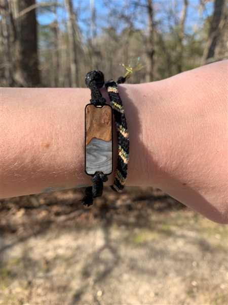 Rachel Schafer verified customer review of Airlie - Dark Blue - Wood+Resin Bracelet
