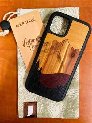 Drinci verified customer review of Lion Splash Print - Wood Phone Case
