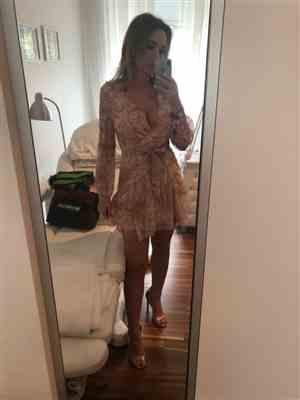 K***i verified customer review of Milena Long Sleeve Floral Dress
