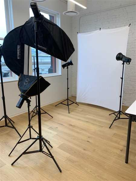 Kasia Gilbert verified customer review of 12x36 Inch Rapid Pro Folding Umbrella Strip Softbox - SMALL