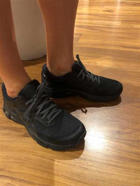 Alisha Scappin verified customer review of Black Flat Laces (Reflective)