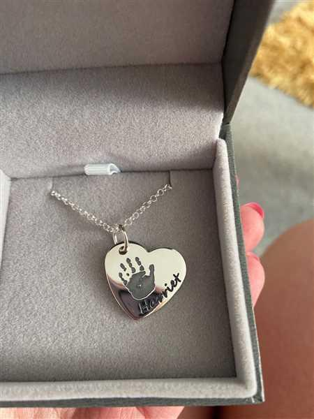 Amelia Kingshott verified customer review of Handprint Or Footprint Large Heart Necklace, One Print And One Name