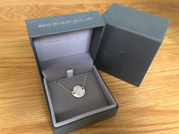 Hand on Heart Jewellery  Memorial Round Fingerprint Bracelet Review