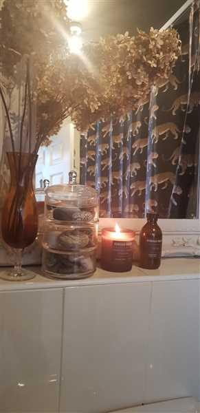 Rebecca Tracey 04 - Frankincense, Lavender & Geranium Candle Review