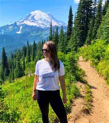 Courtney Brady verified customer review of I Support Solo Female Travelers Triblend T-Shirt