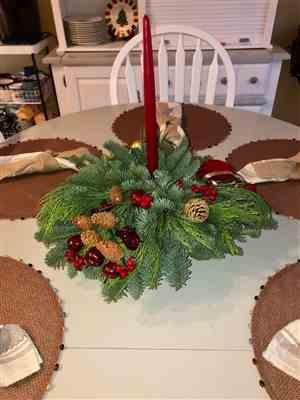 Quinta Thrasher  verified customer review of Small Holiday Centerpiece