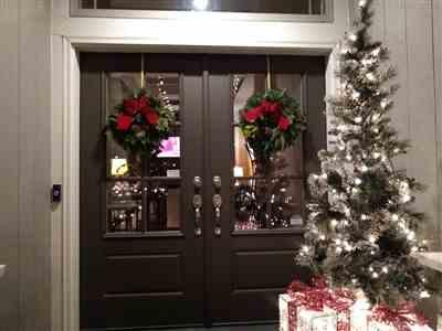 Andrea Mosher verified customer review of 18 Window Wreath