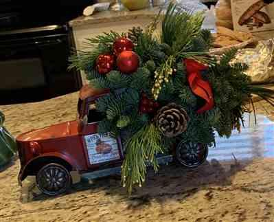 Angela Russell verified customer review of Christmas Vintage Truck