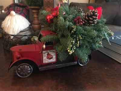 Erynn Fish verified customer review of Christmas Vintage Truck