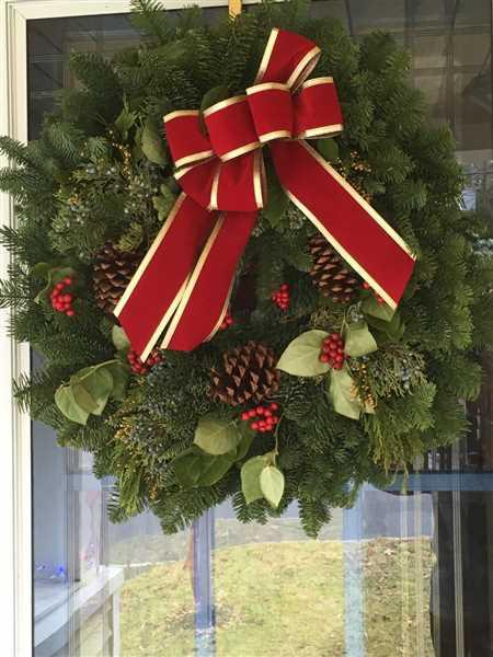Gloria Ron-Fornes verified customer review of Red Wreath Hanger